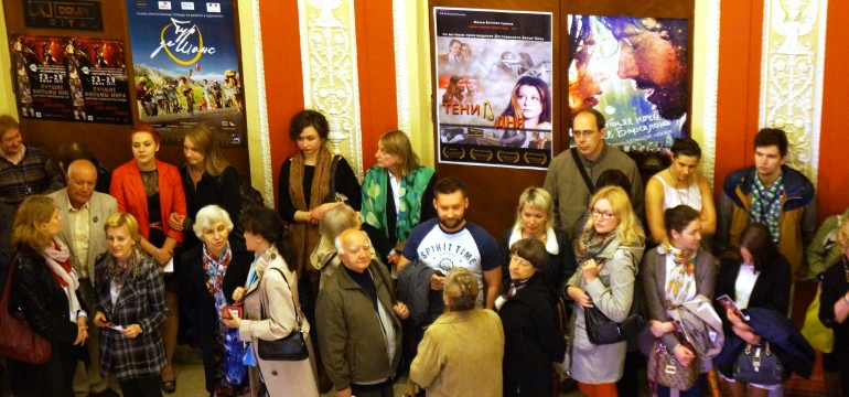 People wait before the screening-Shades-St.Petersburg's Festival-6.2014---